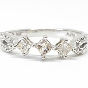 14k White Gold 1/2 CTW Three Stone Diamond Ring